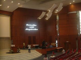 Foto di dalam ruangan GSJA Bethlehem Bogor (Oleh Candra JD)