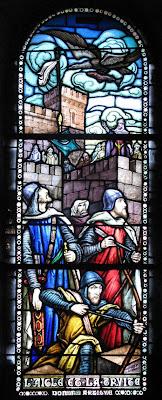 uma águia traz um peixe aos mouros que passavam fome, vitral na capela do castelo