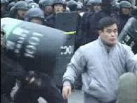 Korea Police vs Protester