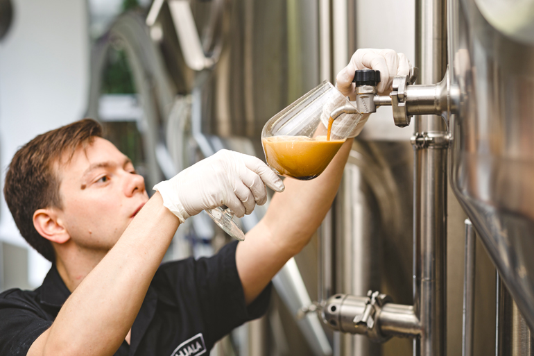 Chris, the head brewer. | Source: https://beerconnoisseur.com/ | BPBW.hu