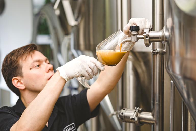 Chris, the head brewer. | Source: https://beerconnoisseur.com/ | BPBW.hu