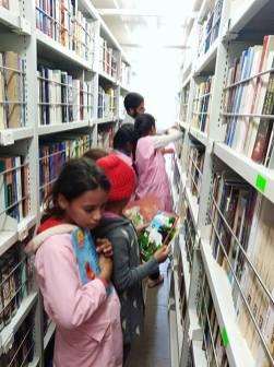 المكتبة المتنقلة بلدية دلدول (6)