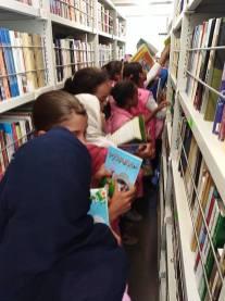 المكتبة المتنقلة في بلدية سيدي بايزيد (11)