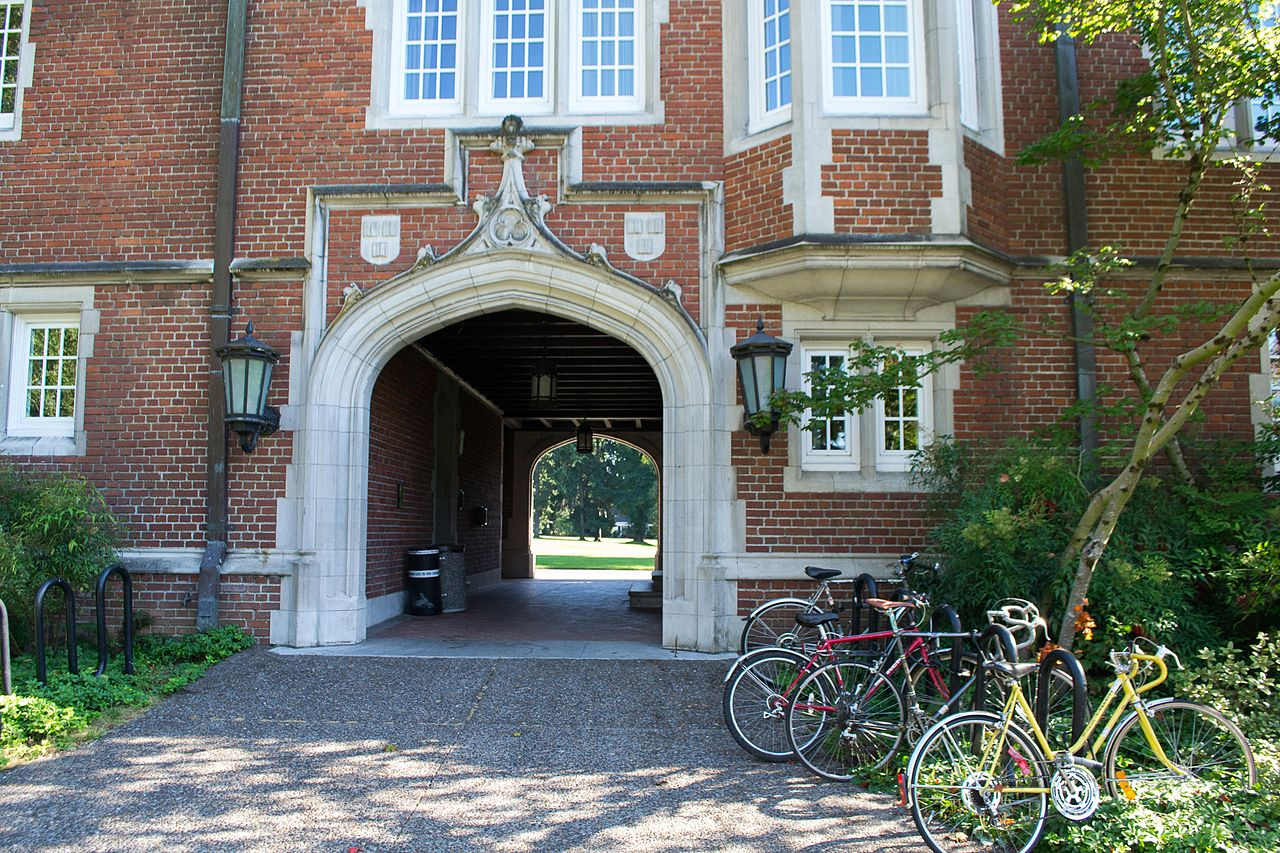 1280px-old_dorm_block_sallyport-12c_reed_college