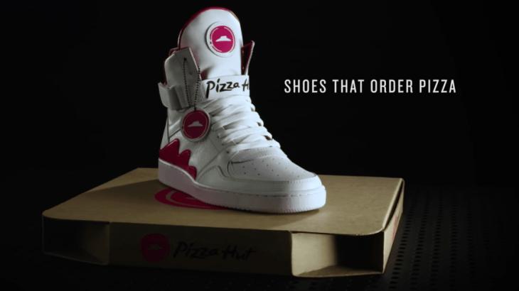 ピザハットを注文できる夢のスニーカー!?ロゴ押すだけでデリバリー