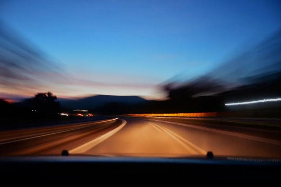 夜道のドライブ