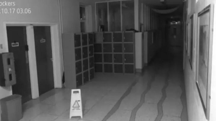 リアル学校の怪談…深夜の校舎で暴れる悪霊が監視カメラに…心霊動画2017