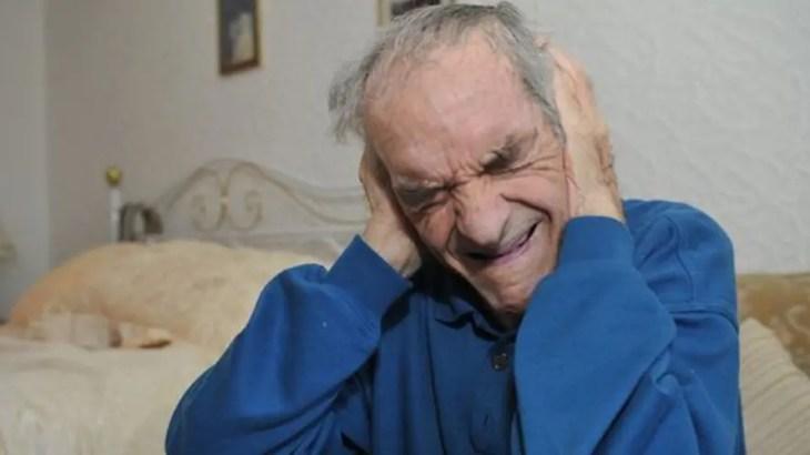 実話|幻聴地獄「音楽耳症候群」…延々と国歌がループで聞こえる87歳