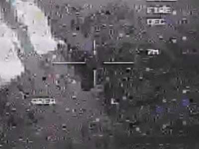 米軍ドローンをUFOが襲う動画が流出