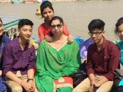 インドの11人首吊り同時自殺事件の謎