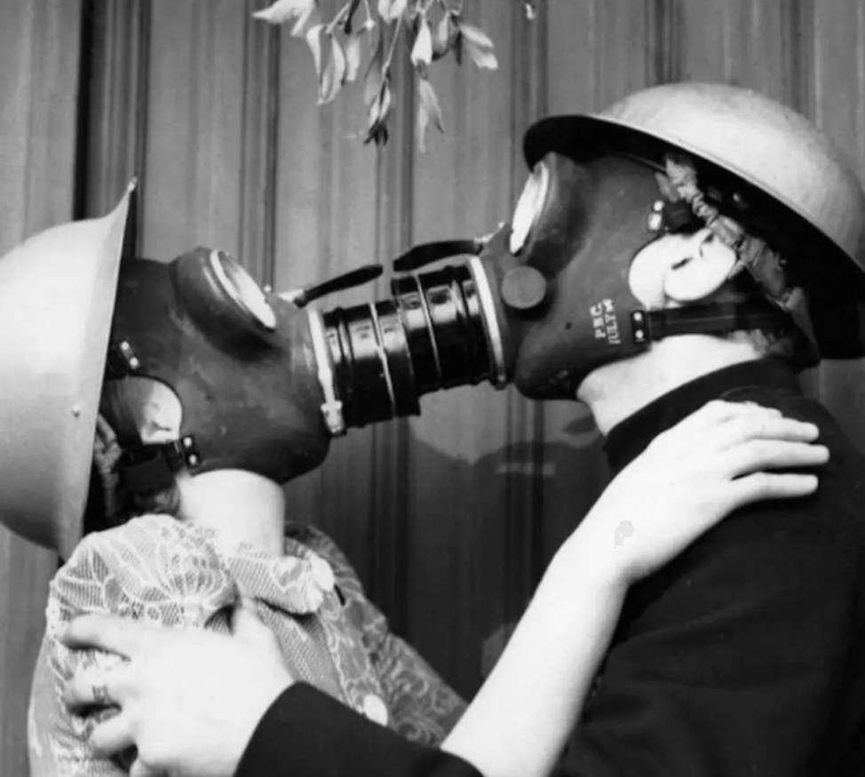 新型コロナウイルス対策でフランス人にキス禁止令
