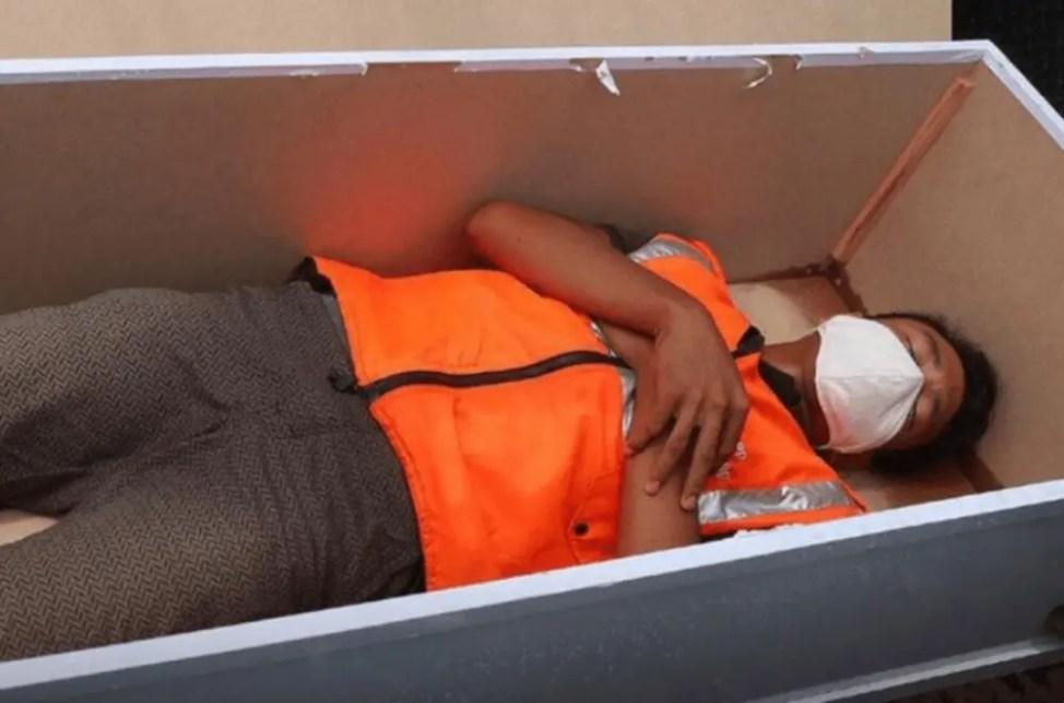 新型コロナ感染対策『棺桶の中で反省の刑』