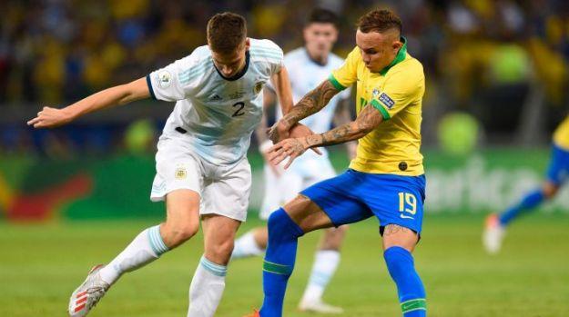 Brasil e Argentina se enfrentaram pelas semifinais da última Copa América (Foto: Getty Images)