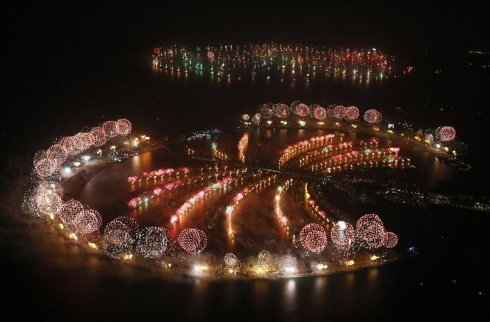 """""""Celebrating New Year 2014-Dubai kicked off New Year with a dazzling bid for a new world record"""""""