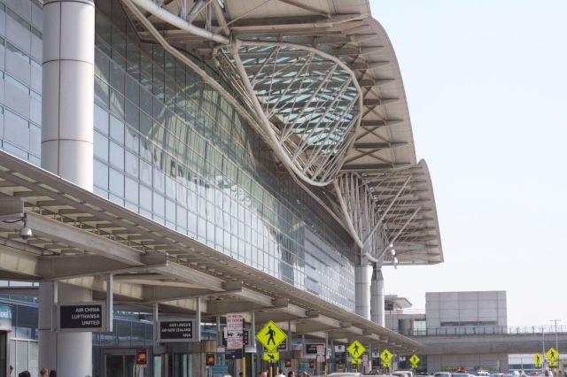 샌프란시스코 공항을 나섰다.