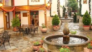 11-courtyard-djbvkehbve