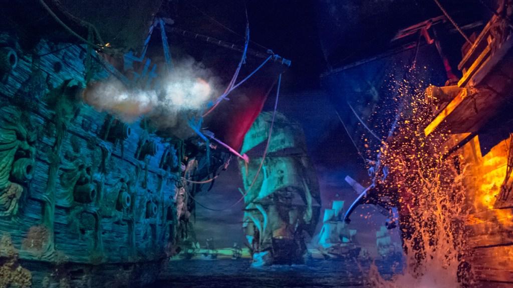 Shanghai Disneyland Pirates of the Caribbean Boat Battle