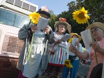 raging-grannies_9-10-08