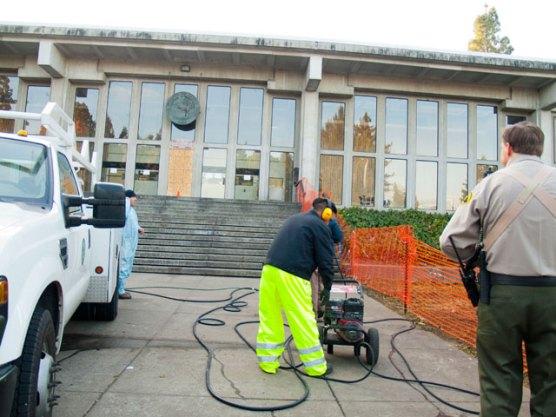 pressure-washing-courthouse_12-8-11