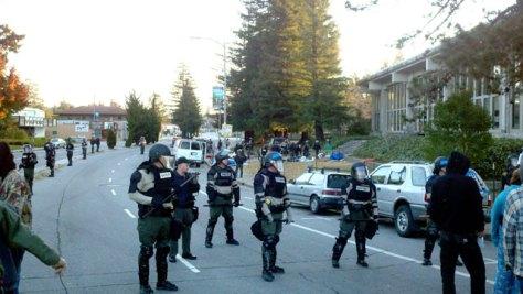 sheriffs-raid-occupy-santa-cruz_12-4-11