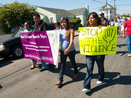 Women's Crisis Support / Defensa de Mujeres