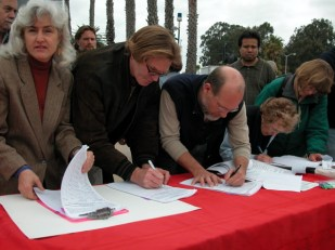 Former Santa Cruz Mayors Sign Petition