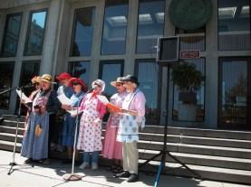 santa-cruz-ragging-grannies_9-24-05