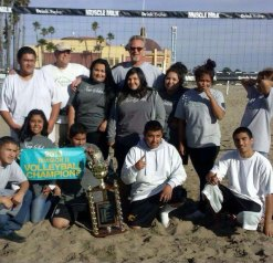 Louis LaFortune with New School students at Main Beach in Santa Cruz.