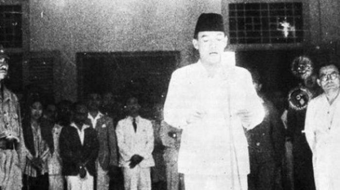 Pembacaan Naskah Proklamasi Di Upacara Kemerdekaan Pertama Satu Jam Yang Penuh Sejarah