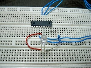 PIC Assembly Tutorial 2 – LED Flasher  – [Brads Electronic
