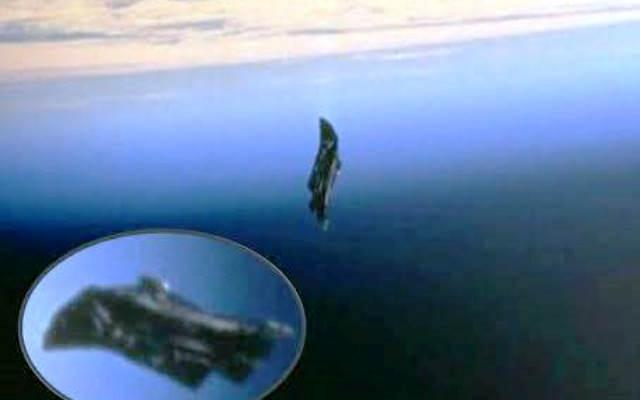 Потулената истина! Гигантски извънземен сателит наблюдава живота на земята от хилядолетия!