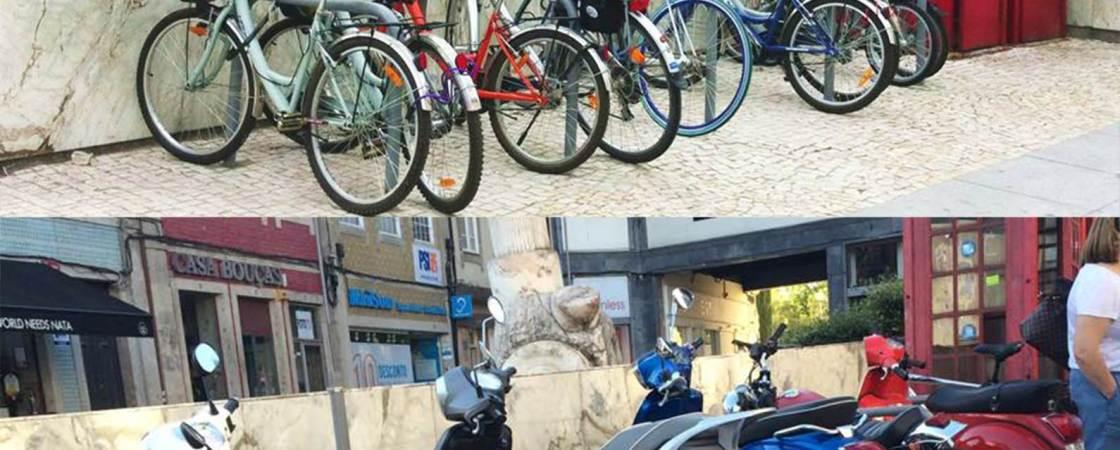 Motos ocupam estacionamentos para bicicletas por não estarem sinalizados