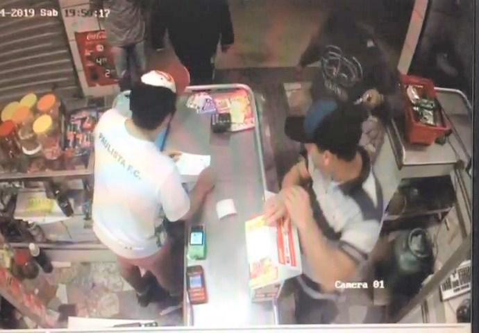 Vídeo mostra roubo