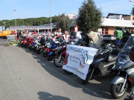 """Le moto schierate per l'evento """"La Pasqua per un bambino"""""""