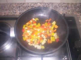 Peperoni e cipolla saltati in padella