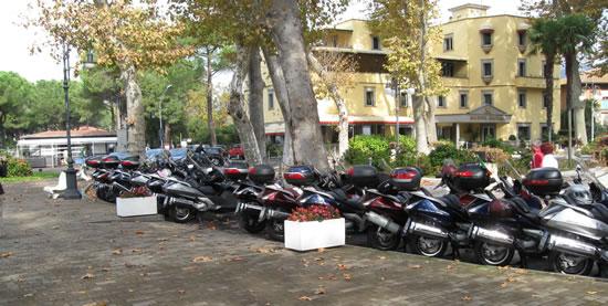 I Silver Wing schierati in piazza a Bolsena