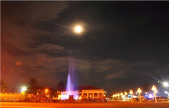 Every night at 7PM, local residents and visitors alike are treated to a fountain show at Paseo del Mar.
