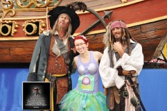 Hanging with a couple of pirates just before the 15K mark.