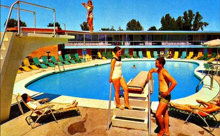 hotel-pool-vintage