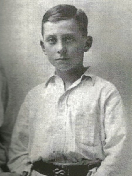 Young_Peter_Cushing