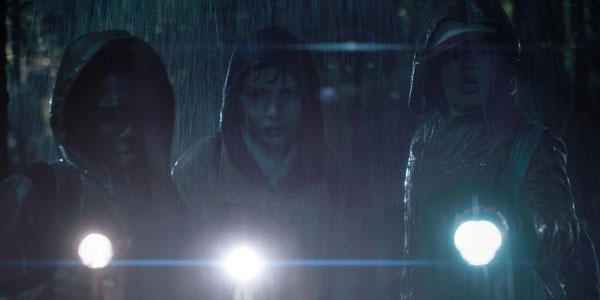 stranger-things-netflix-Boys-In-rain.r