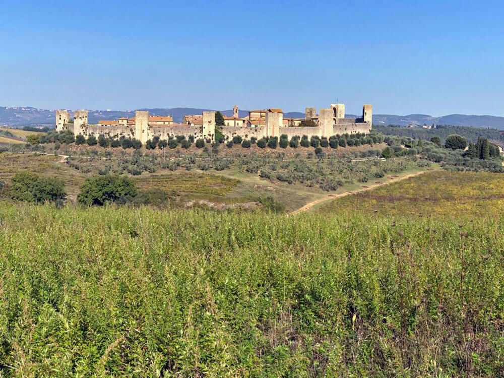 Among all the little towns in Tuscany Monteriggioni is worth a visit