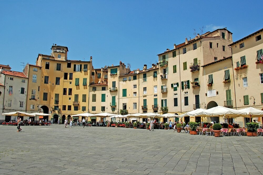 Relax on Piazza dell' Anfiteatro when you visit Lucca in one day