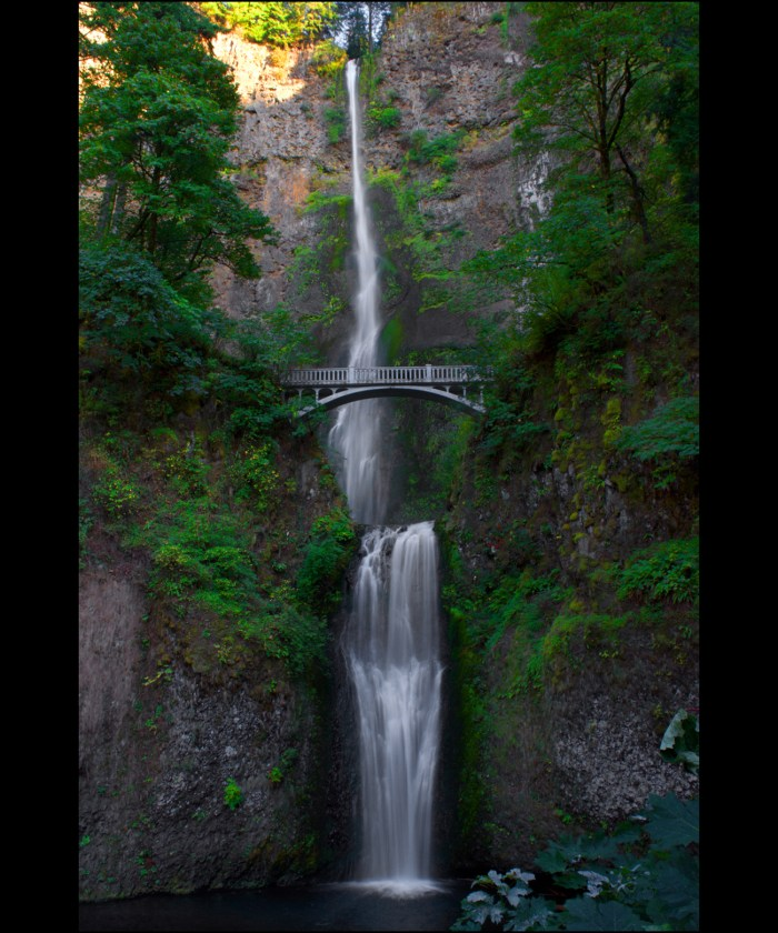 Multnomah Falls, the double falls with the bridge in between