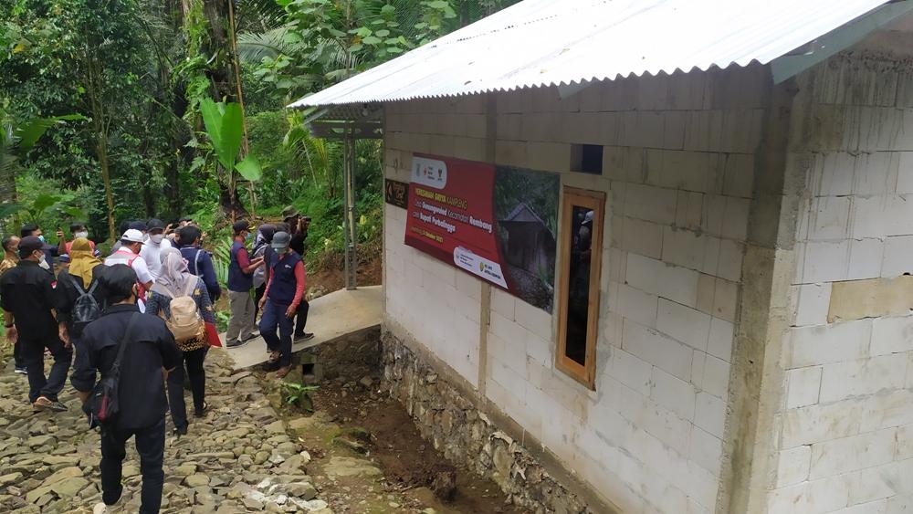 Rumah Kampleng Sudah Jadi dan Bupati pun Datang ke Dusun Sipentul