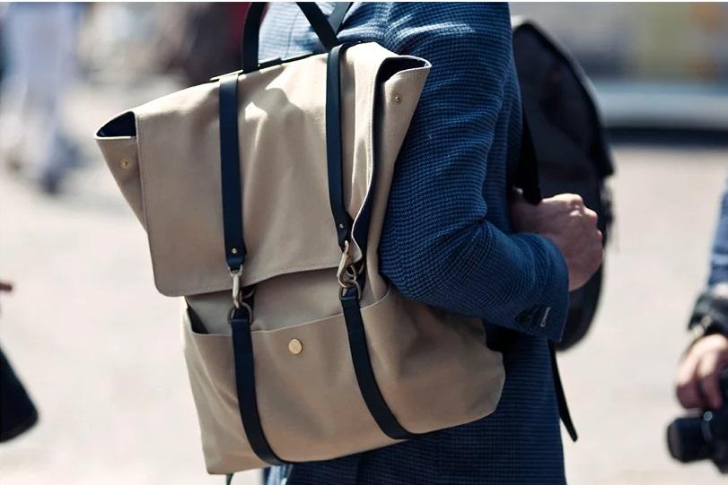 Как правильно носить сумку через плечо мужскую
