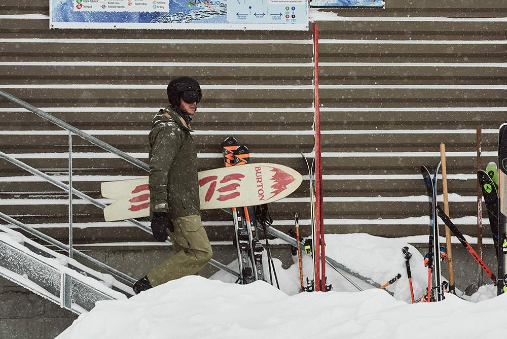 Лыжное снаряжение Burton