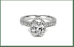鑲有單鑽的白金鑽石鑽戒