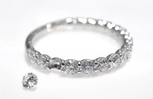 寶石脫落的戒指