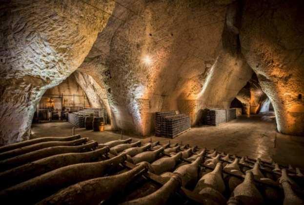 Caisses de vieillissement dans les caves Veuve Clicquot. Credit: Veuve Clicquot Leif Carlsson BD